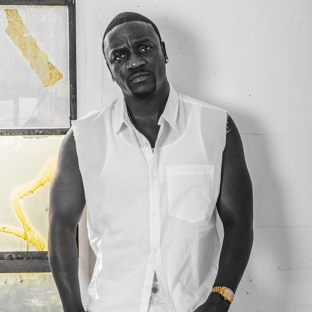 A photo of Akon